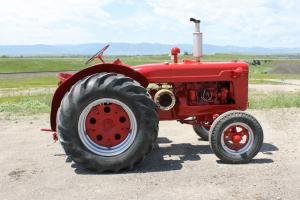 1951 International Harvester W4 Tractor, new paint, Runs and drives great!