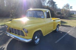 1957 CHEVROLET 3100 PICK UP - SHORT BED - STEP SIDE CHEVY TRUCK