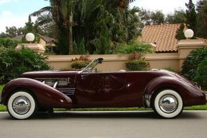 COLLECTIBLE REPLICA OF A 1937 CORD