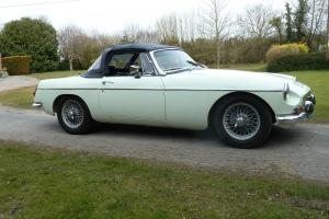 MG B Roadster. 1969. HERITAGE SHELL restoration. OVERDRIVE. WIRES.