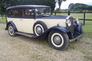 A VERY NICE 1932 HUMBER LANDAULETTE SALOON, BLUE AND CREAM (WITH FOLD DOWN BACK)