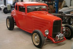 1932 Ford 5 Window Coupe - Fiberglass body - Power windows - Automatic - 327 Eng