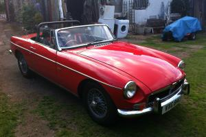 MGB ROVER V8 RED WIRE WHEELS  Photo