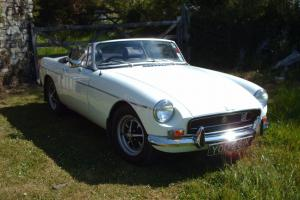 MGB ROADSTER CLASSIC CONVERTIBLE SPORTS CAR  Photo