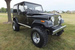Jeep : CJ LAREDO V8