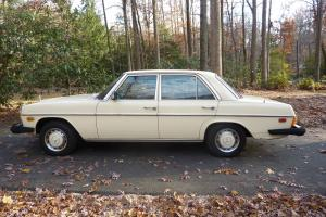 Mercedes-Benz : 200-Series early 1976 240 D with 115 body style...rare