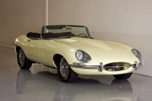 Jaguar : E-Type 4.2L Roadster Photo