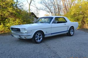 Ford : Mustang SPORT COUPE