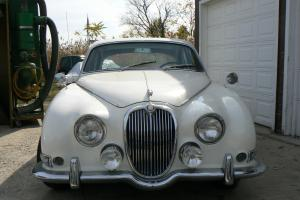 Jaguar : Other Sedan Photo