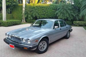 Jaguar : XJ6 Base Sedan 4-Door Photo