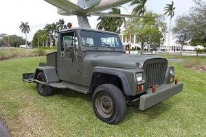 Jeep : CJ Cj-10 Aircraft Tug