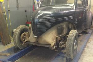 Willys : 4 door sedan standard