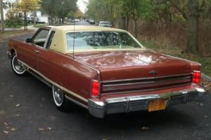 Lincoln : Continental 2 Door Town Coupe