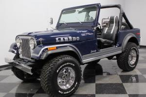 Jeep : CJ 7 Laredo
