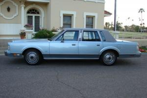 Lincoln : Town Car Base Sedan 4-Door