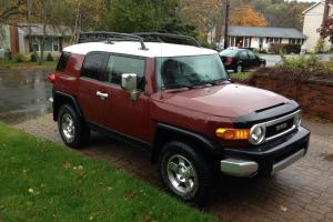 Toyota : FJ Cruiser tow package, roof rack, A/C, stereo, aux plug, CD
