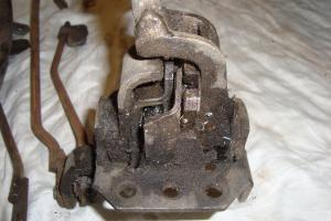 Holden Aussie Four Speed Shifter AND Linkages in Ringwood, VIC