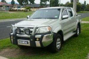 Toyota Hilux 2005 SR5 Dual CAB 4x4 V6 Automatic GGN25R in Mill Park, VIC Photo