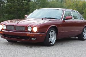 Jaguar : XJR Base Sedan 4-Door