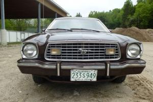 FORD MUSTANG GHIA 1975 COUPÉ - 2 PORTES
