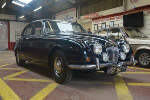 Jaguar 240 Photo