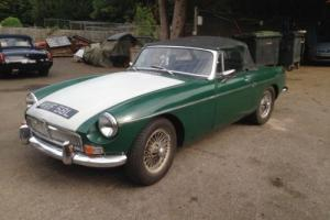 MGB ROADSTER 1972 GREEN WIRE WHEELS