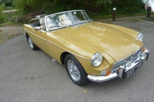 MGB ROADSTER 1972 FINISHED IN HARVEST GOLD WITH BLACK MOHAIR HOOD STUNNING CAR