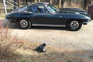Chevrolet : Corvette Coupe 2 Door
