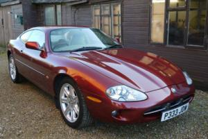JAGUAR XK8 4.0 COUPE - FULL JAGUAR HISTORY - EXCLLENT VALUE !! Photo