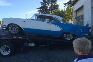 Oldsmobile : Ninety-Eight HOLIDAY