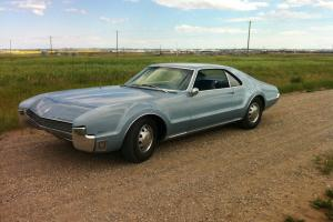Oldsmobile : Toronado Deluxe Photo