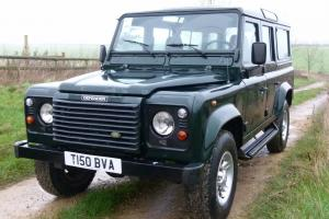 Land Rover: Defender County Station Wagon
