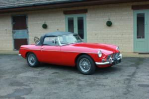 1965 MG B ROADSTER Photo