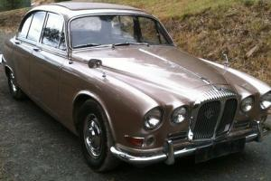 Daimler 1968 Jaguar 420 in VIC