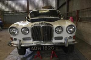 Daimler 4.2 SOVEREIGN Jaguar 420 in White Photo