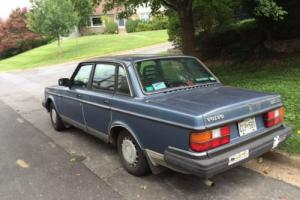 1986 Volvo 240 DL - four door sedan