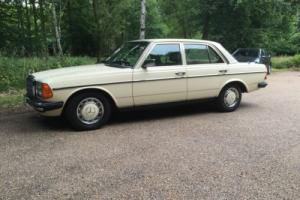 Mercedes Benz 230e (W123) saloon for sale