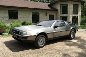 DeLorean: Coupe 2 door coupe