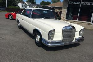 Mercedes-Benz: 200-Series SE