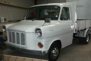 CLASSIC TRANSIT MK1 BULL NOSE WITH 2.4 YORK DIESEL DROPSIDE PICKUP READY TO SHOW
