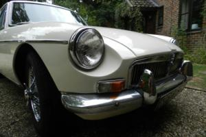 1967 MG B GT OLD ENGLISH WHITE