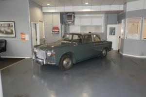 1964 Rover P5 3.0 Auto Coupe MK2. Juniper Green Silver Birch roof. Photo