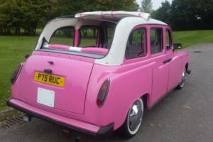 STUNNING 1996 CARBODIES TAXI IN PINK WITH LANDAULETTE HOOD>