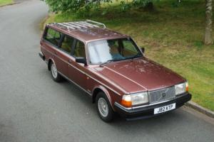 CLASSIC 240 VOLVO SE ESTATE GREAT CONDITION USABLE EVERYDAY CAR UNUSUAL COLOUR..