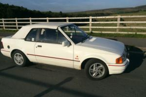 Ford Escort XR3i Cabriolet Mk4 White Convertible 88k MOT Photo