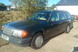 MERCEDES E300TE 4MATIC ESTATE 1989, VERY RARE 4WHEEL DRIVE!!! LEATHER UPHOLSTRY