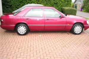 MERCEDES E220 AUTO RED, 1995N GENUINE 42,700 MILES, RUST FREE !