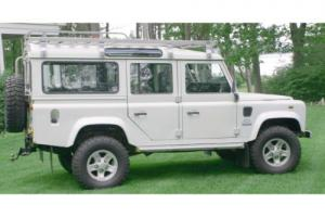 1972 Land Rover Defender 110 Station Wagon Photo