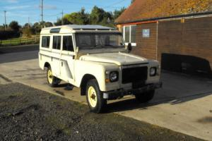 1981 LAND ROVER 109 V8 S.W. STAGE 1 Very rare barn find all there solid chassis Photo
