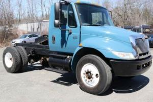 2003 International 4300 DT466 Photo
